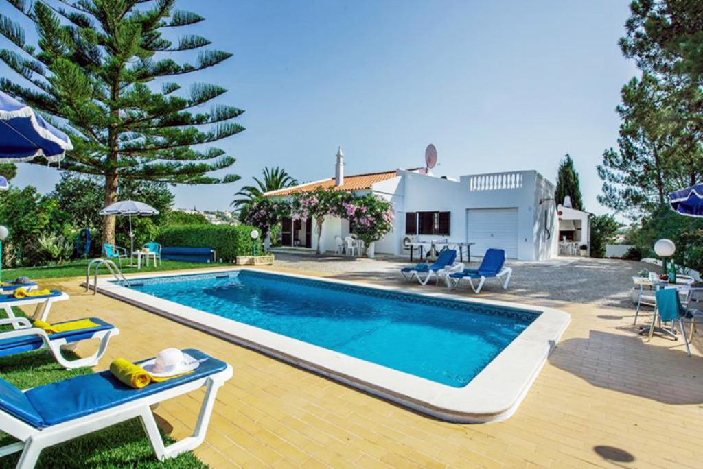 Villa Albufeira LS352, Lovely and nice villa in Albufeira, on the Algarve, Portugal  with private pool for 6 persons...