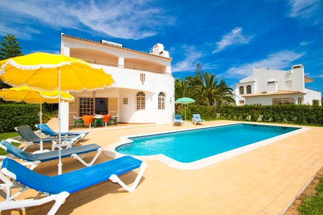 Villa Albufeira LS349, Classic and nice villa in Albufeira, on the Algarve, Portugal  with private pool for 6 persons...