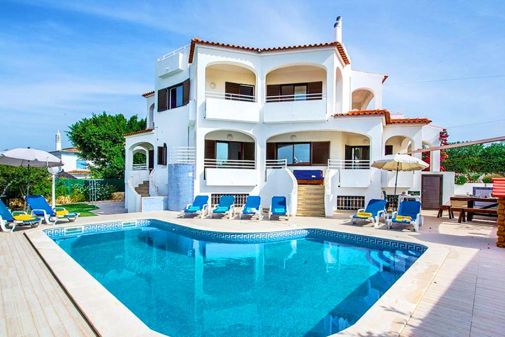 Villa Albufeira LS354,Large and nice villa in Albufeira, on the Algarve, Portugal  with private pool for 10 persons...