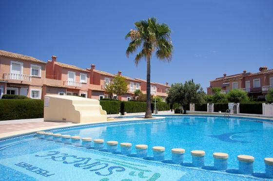 CAMPO OLIVAR 512,Adosado dúplex bonito y confortable en Denia, Alicante con piscina comunitaria para 5 personasLa vivienda está.....