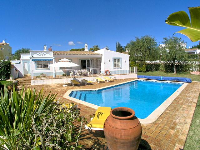 Villa Albufeira LS382, Lovely and classic villa  with private pool in Albufeira, on the Algarve, Portugal for 6 persons...