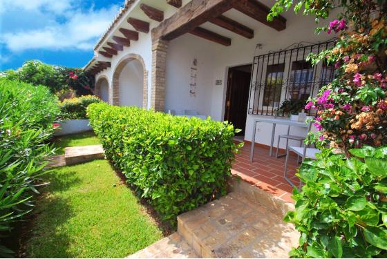 MONTESOLES, Nice 2 bedroom Bungalow, located in the quiet San Nicoláa area, in Denia, just 1.5 km from the beach and 2 from the.....