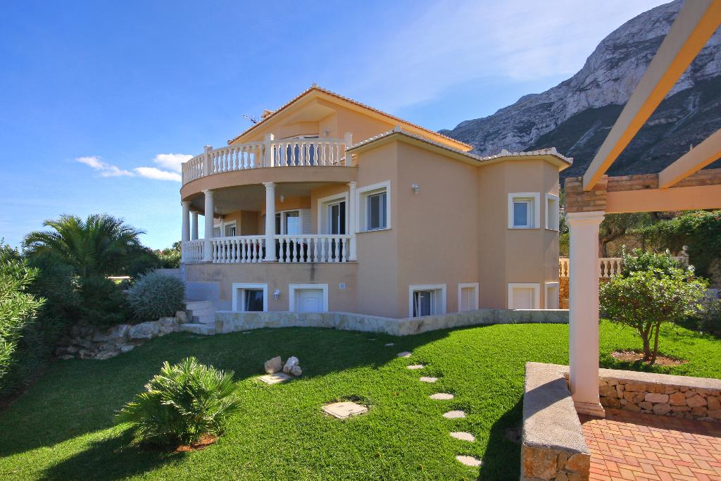 Villa Alta Vista, Large and classic villa with private pool in Denia, on the Costa Blanca, Spain for 10 persons. The villa is situated in.....
