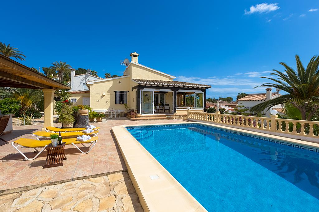 Kismet 6, Comfortable villa with private pool in Moraira for 6 persons, for some pleasant holidays in Spain with family, friends and.....
