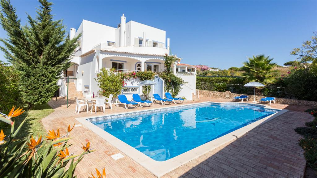 Villa Albufeira LS403, Beautiful and cheerful villa in Albufeira, on the Algarve, Portugal  with private pool for 6 persons...