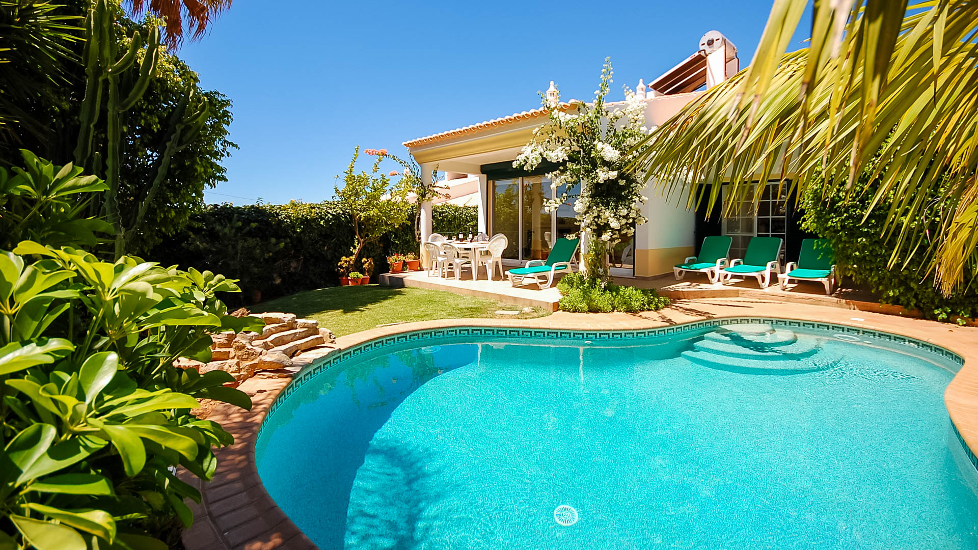 Villa Albufeira LS413, Wonderful and romantic villa in Albufeira, on the Algarve, Portugal  with private pool for 6 persons...