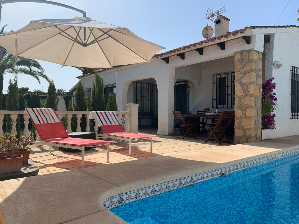 Annette, Charming holidayhouse with private pool for rent in Albir, Costa Blanca. The house is only at 400 mtrs distance from the.....