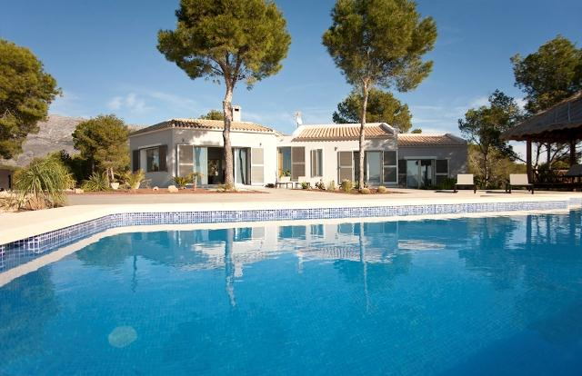 Brisas del Mar, Holiday villa to rent, Altea, Costa Blanca, Spain with splendid seaviews. Luxury villa constructed on one level, various.....