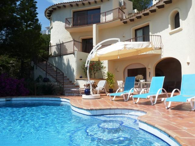 Bellevue, HOLIDAY VILLA IN ALTEA WITH MAGNIFICENT VIEWS OVER THE BAY OF ALTEA , COSTA BLANCA. This beautiful holidayhouse is tastefully.....