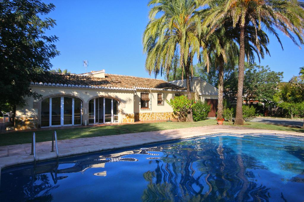 Villa Nathalie, Beautiful and comfortable villa  with private pool in Javea, on the Costa Blanca, Spain for 6 persons.....