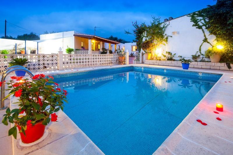 627 12p,Villa grande  con piscina privada en San Rafael, Ibiza, España para 12 personas...