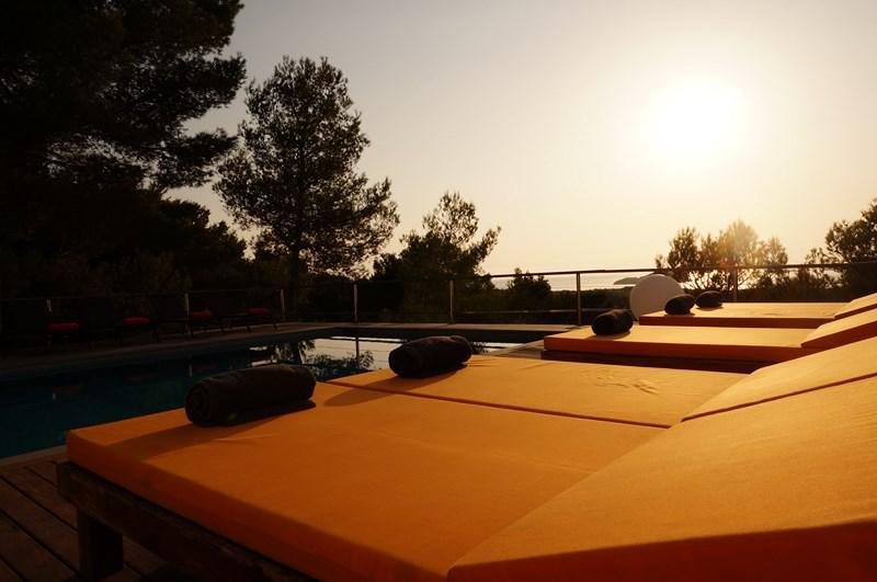 725,Villa en Cala Conta, Ibiza, España  con piscina privada para 12 personas...