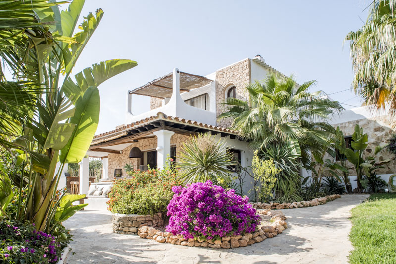 729 8p, Large and comfortable villa  with private pool in Santa Eulalia, Ibiza, Spain for 8 persons...
