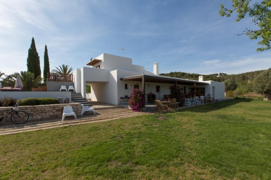 743, Villa  with private pool in San Carlos, Ibiza, Spain for 18 persons...