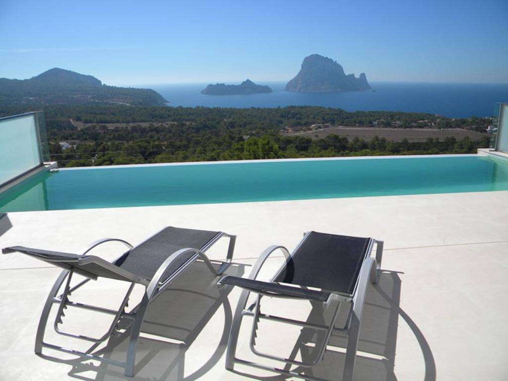 768 6p, Beautiful and luxury villa  with private pool in Cala Carbo, Ibiza, Spain for 6 persons...