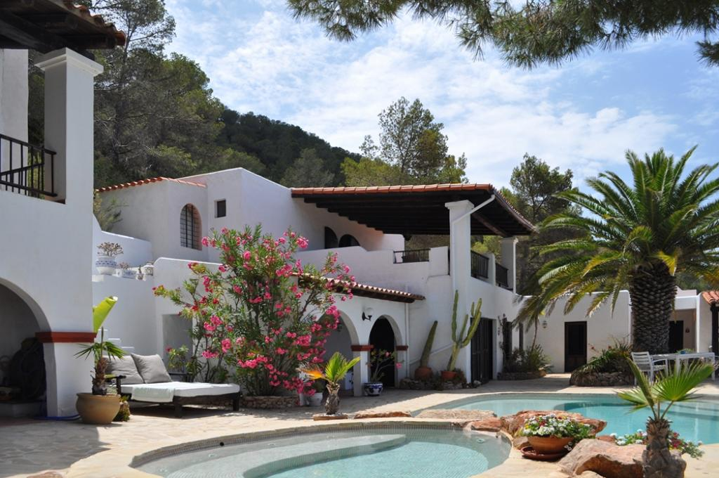 799, Villa  with private pool in Cala Tarida, Ibiza, Spain for 8 persons...