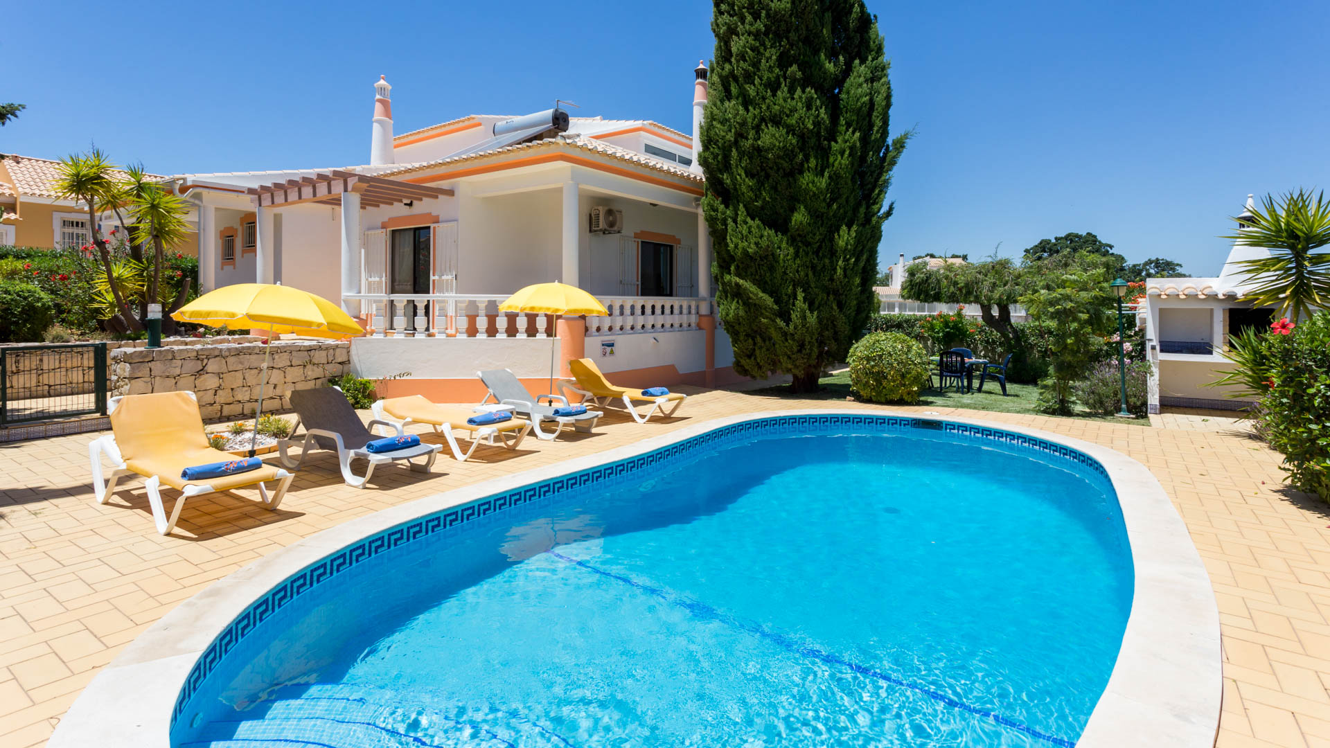 Villa albufeira ls418, Wonderful and cheerful villa in Albufeira, on the Algarve, Portugal  with private pool for 6 persons...