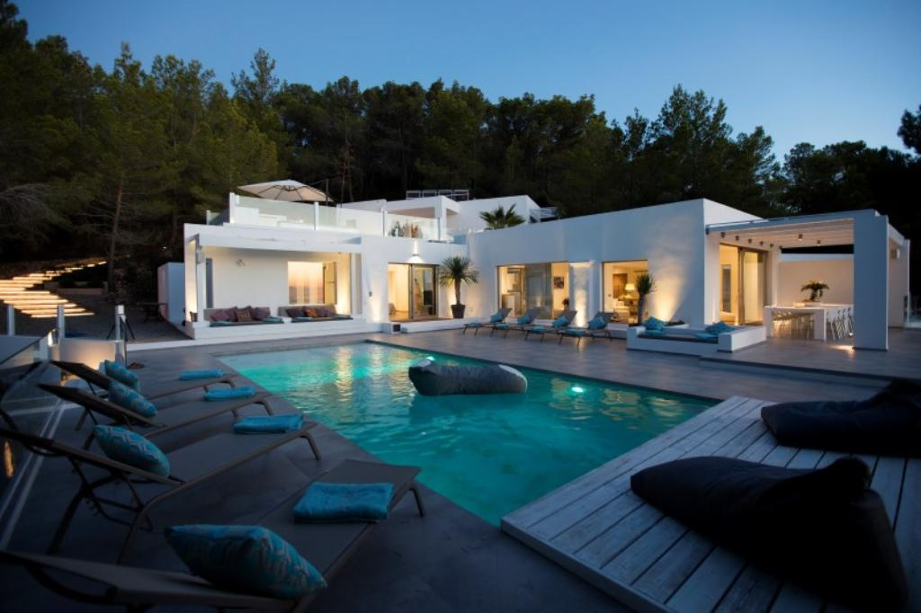 818, Villa  with private pool in Cala Tarida, Ibiza, Spain for 12 persons...
