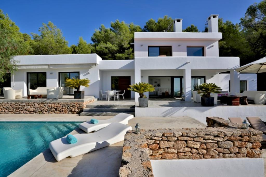 810, Beautiful and comfortable villa  with private pool in Cala Tarida, Ibiza, Spain for 8 persons...