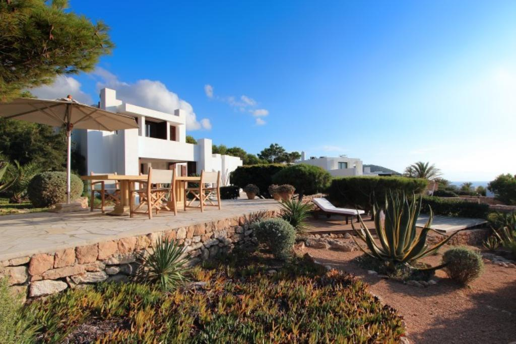 884, Beautiful and luxury villa in Calo d en Real, Ibiza, Spain  with private pool for 8 persons...