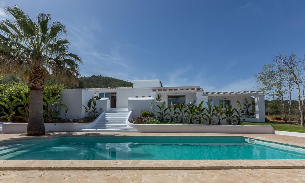 909, Large and comfortable villa  with private pool in Santa Gertrudis, Ibiza, Spain for 12 persons...