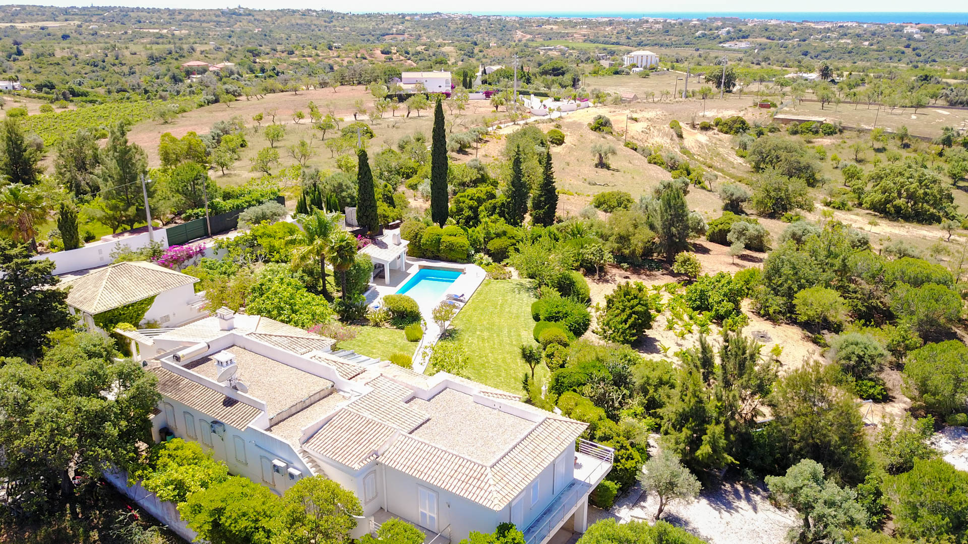 Villa Albufeira LS431, Wonderful and romantic villa  with private pool in Albufeira, on the Algarve, Portugal for 8 persons...