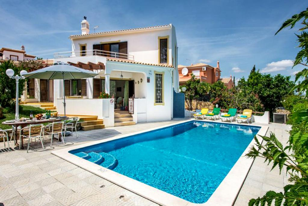 Villa Albufeira LS316, Beautiful and comfortable villa in Albufeira, on the Algarve, Portugal  with heated pool for 8 persons...
