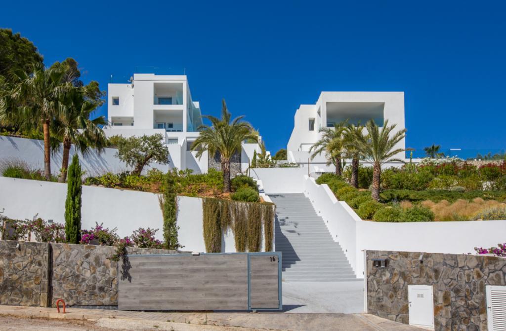 889,Villa grande y de lujo  con piscina privada en Cala Moli, Ibiza, España para 8 personas...