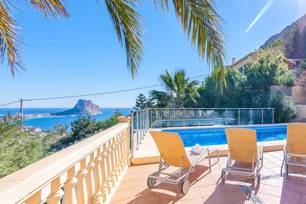 Luis 10, Beautiful and comfortable villa in Calpe, on the Costa Blanca, Spain  with private pool for 10 persons...