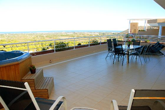 MIMOSAS  GOLF PENTHOUSE, Modern and luxury apartment  with communal pool in Denia, on the Costa Blanca, Spain for 6 persons.....