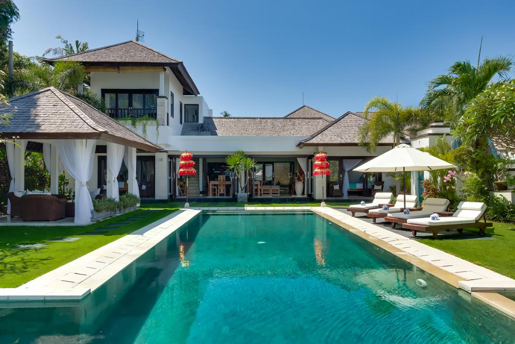Sunset, Large and comfortable villa in Nusa Dua, Bali, Indonesia  with private pool for 6 persons...