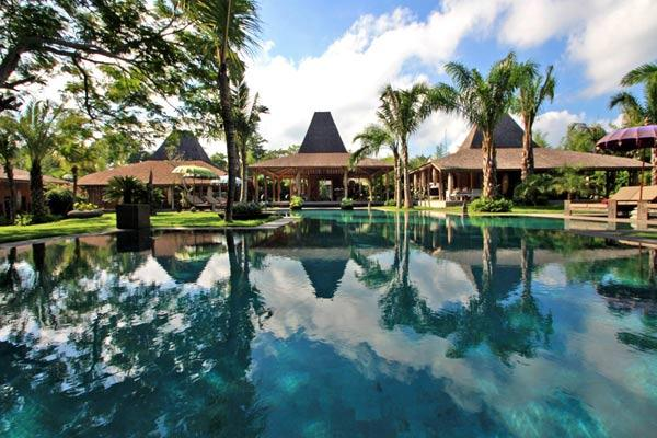 Bali ethnic complex, Large and luxury villa  with private pool in Umalas, Bali, Indonesia for 24 persons...