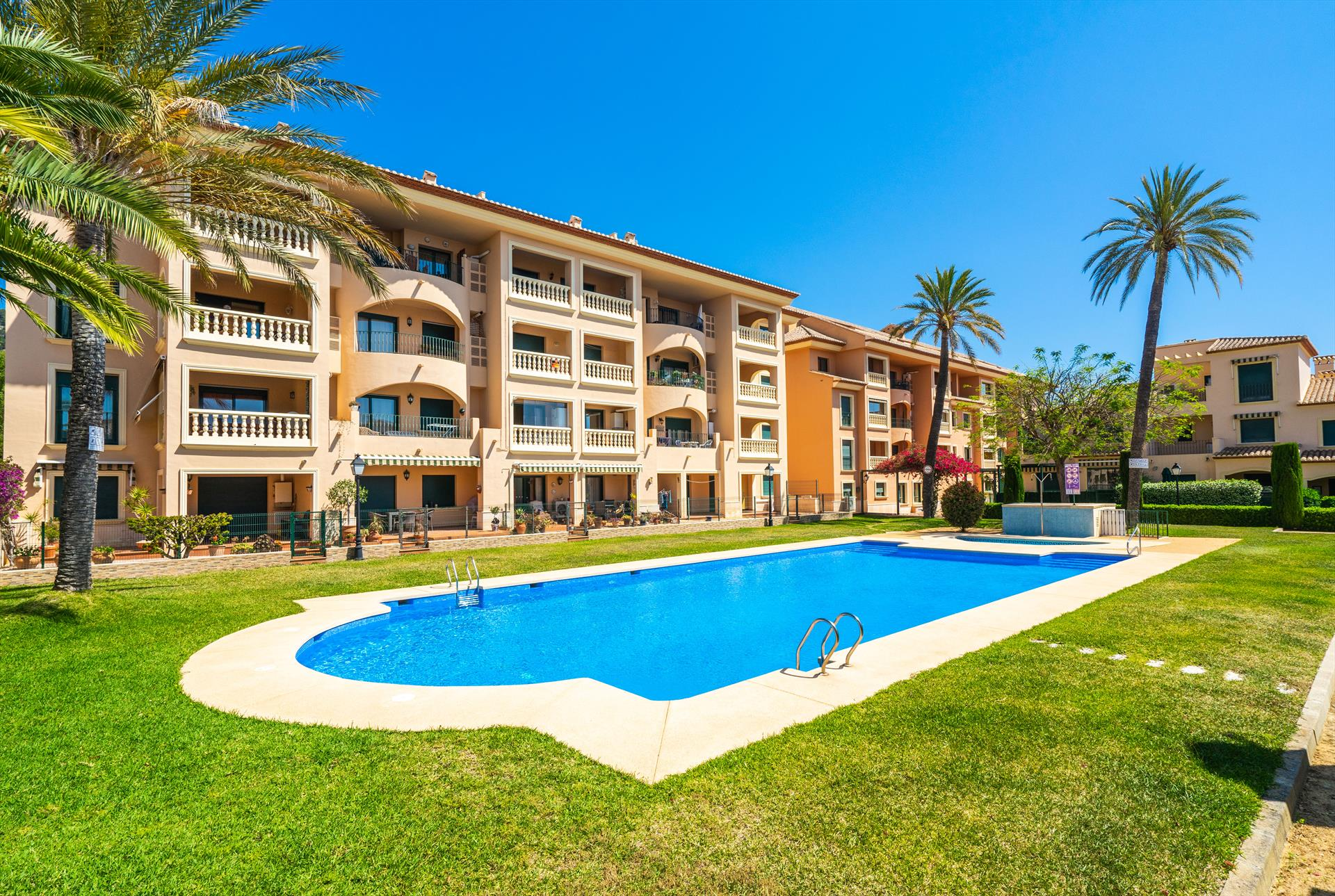 Marceli, Beautiful and comfortable apartment  with communal pool in Javea, on the Costa Blanca, Spain for 8 persons.....