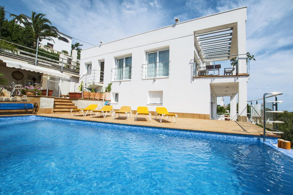 Villa Casanova, Modern and comfortable villa in Denia, on the Costa Blanca, Spain with private pool for 8 persons. The villa is situated.....