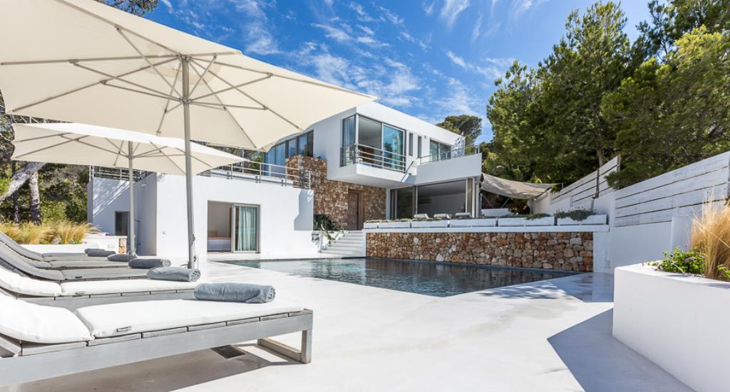 899,Beautiful and comfortable villa in Cala Moli, Ibiza, Spain  with private pool for 12 persons...