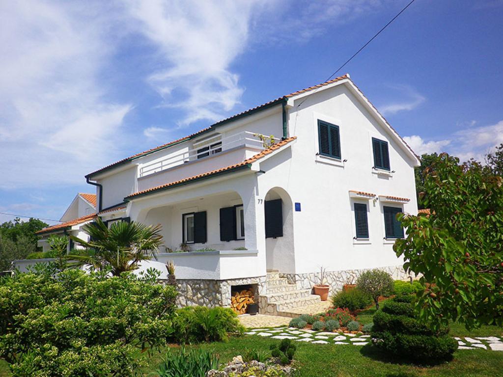 Modern charming apartment - private parking, barbecue area, full privacy, sea view,Прекрасный, уютный апартамент  на 4 человекa в Brzac, Island Krk, в Croatia...