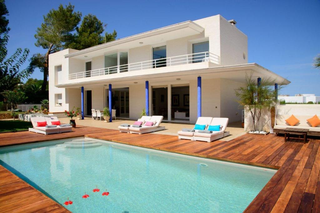 920, Large and comfortable villa  with private pool in San Agustín, Ibiza, Spain for 9 persons...