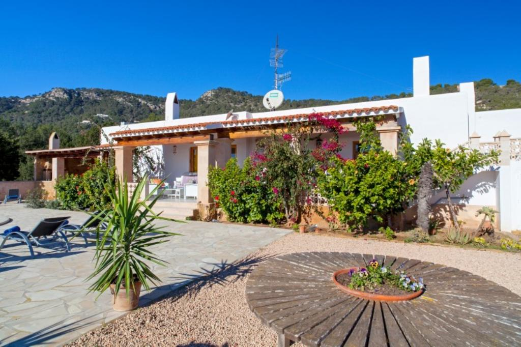 310, Beautiful and classic villa  with private pool in Es Cubells, Ibiza, Spain for 6 persons...