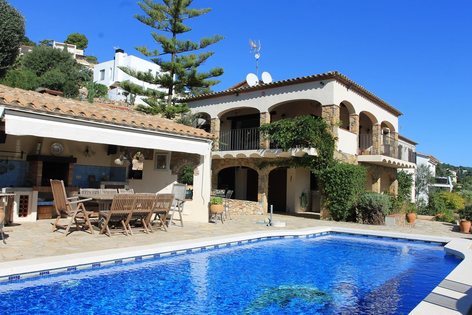 Villa les oliveres, Beautiful and cheerful villa  with private pool in Calonge, Catalonia, Spain for 8 persons...