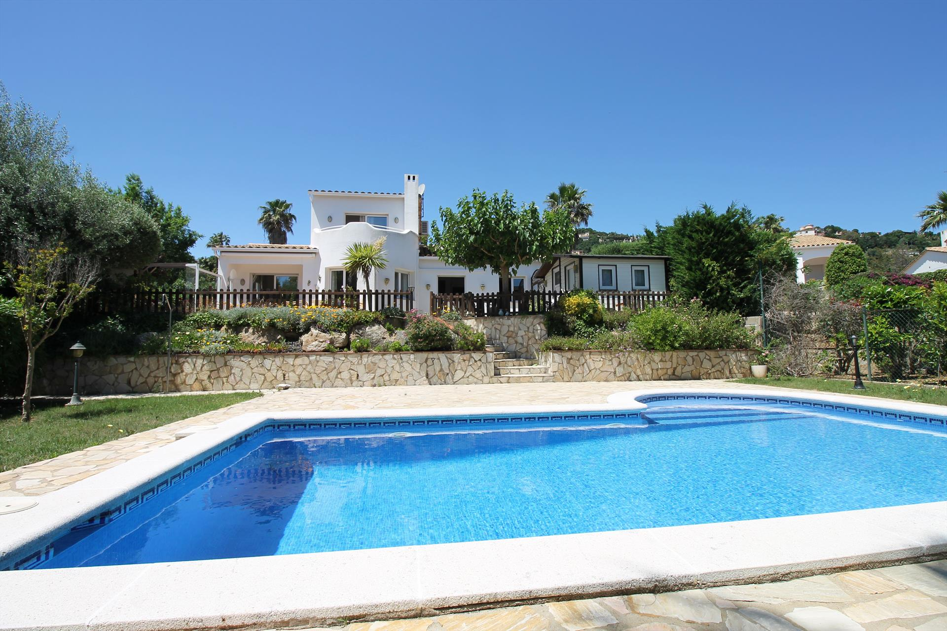 Villa casablanca, Wonderful and romantic villa in Calonge, Catalonia, Spain  with private pool for 8 persons...