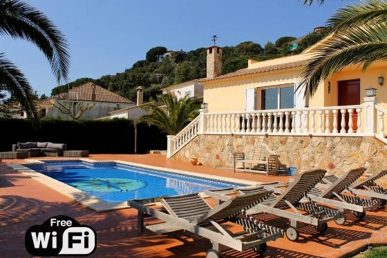 Villa teka, Wonderful and comfortable villa in Platja d'aro, Catalonia, Spain  with private pool for 8 persons...