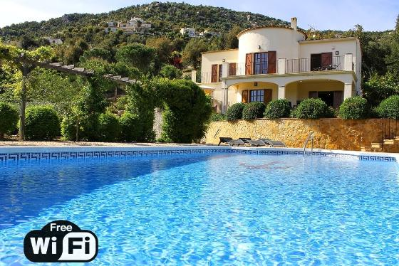 Villa bouganvilla, Wonderful and romantic villa  with private pool in Calonge, Catalonia, Spain for 8 persons...