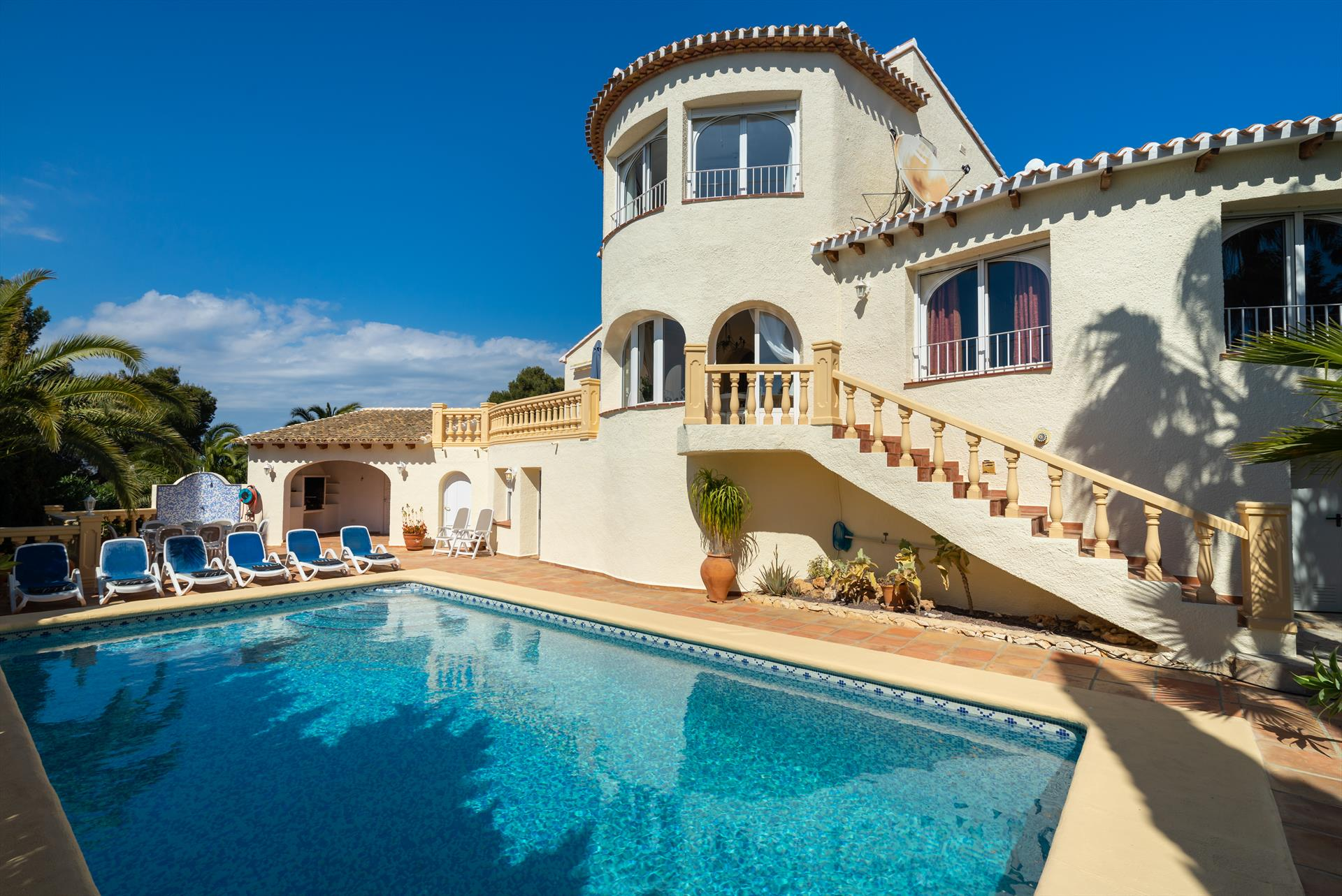Villa Hermosa, Classic and comfortable villa  with private pool in Javea, on the Costa Blanca, Spain for 10 persons.....