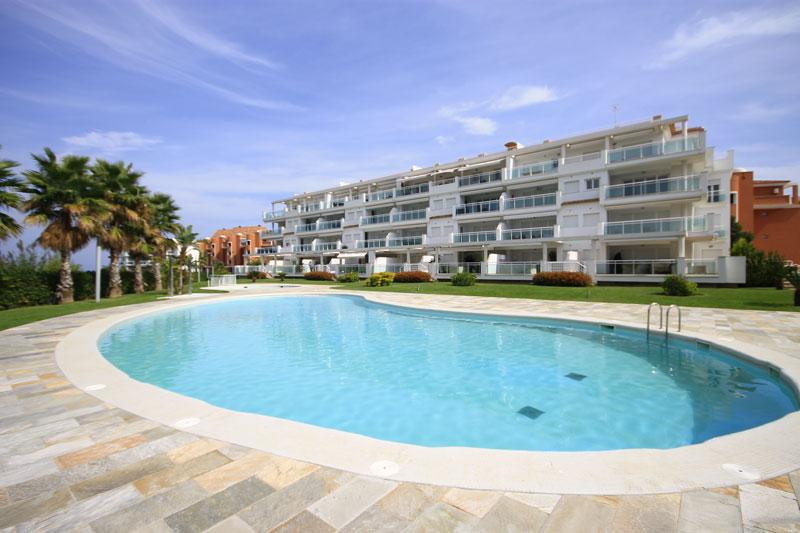 Les Portelles, Modern and luxury apartment in Denia, on the Costa Blanca, Spain for 6 persons.  The apartment is situated  in a  residential.....