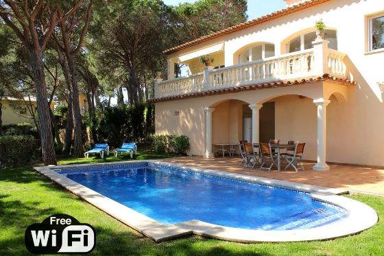 Villa treumal,Wonderful and romantic villa  with private pool in Castell-Platja d'Aro, Catalunya, Spain for 8 persons...