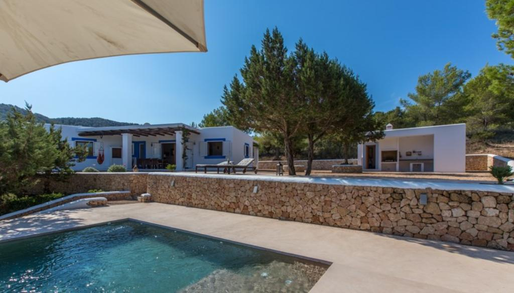 309, Rustic and comfortable villa  with private pool in Cala Tarida, Ibiza, Spain for 6 persons...