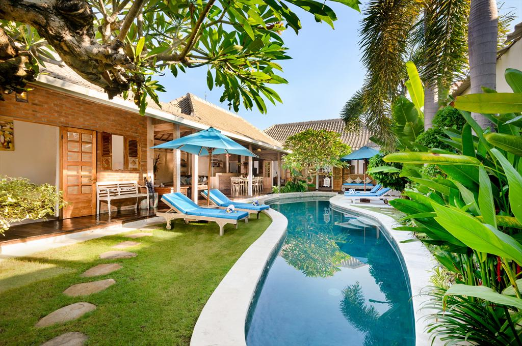 Amsa, Beautiful and cheerful villa in Seminyak, Bali, Indonesia  with private pool for 6 persons...