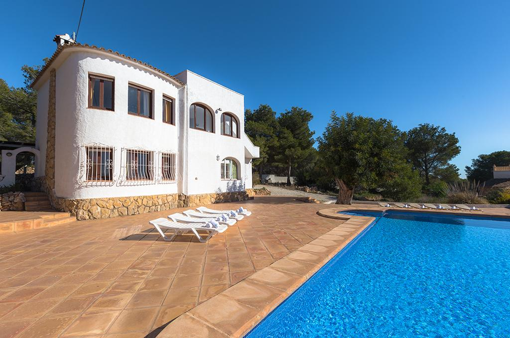 Bianca 8, Large and comfortable villa with private pool in Benissa, on the Costa Blanca, Spain for 8 persons. The villa is situated.....
