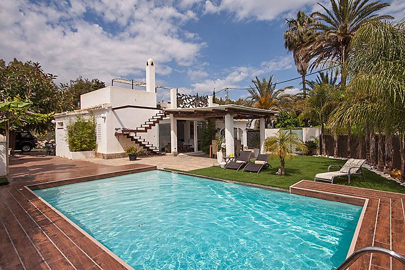 Armonia, Modern and romantic villa in Javea, on the Costa Blanca, Spain  with private pool for 6 persons.....