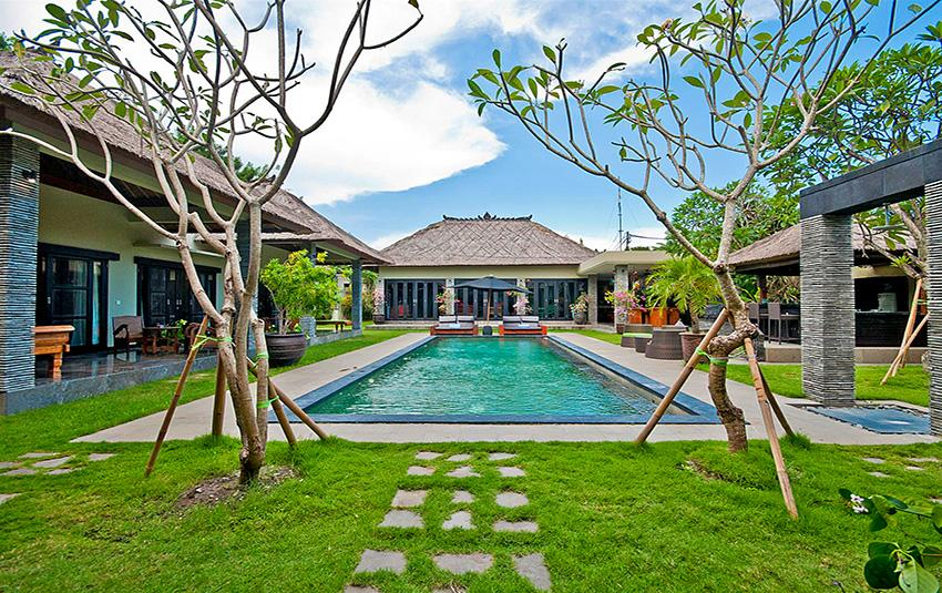 Mahkota, Large and luxury villa in Seminyak, Bali, Indonesia  with private pool for 10 persons...